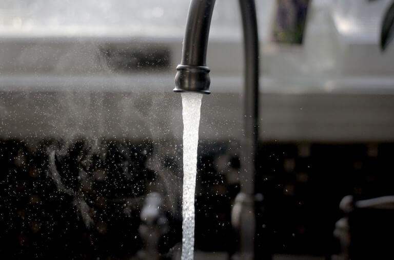 Tablas de la UNE 149201 para obtener el caudal simultáneo en instalaciones de fontanería.